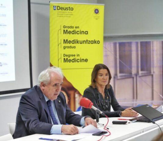 El rector José María Guibert y la vicerrectora Elena Auzmendi durante la presentación del grado   Universidad de Deusto